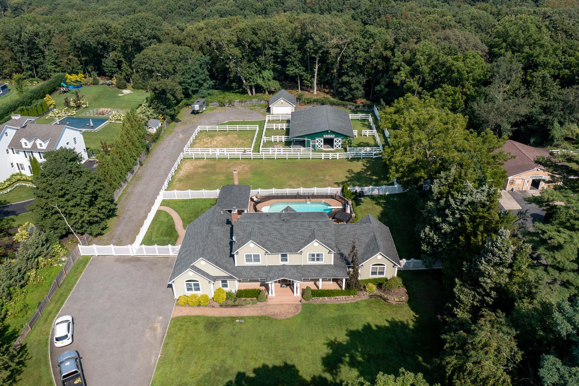 Smithtown $1,500,000